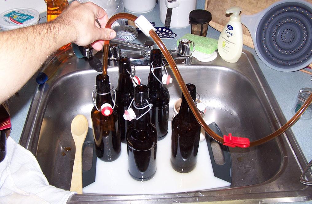 Как разливать пиво в домашних условиях